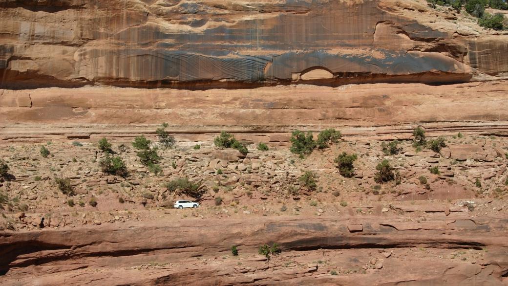 Stefano sur le Shafer Trail, là où la route suite le bord du canyon. Canyonlands National Park, près de Moab, Utah.