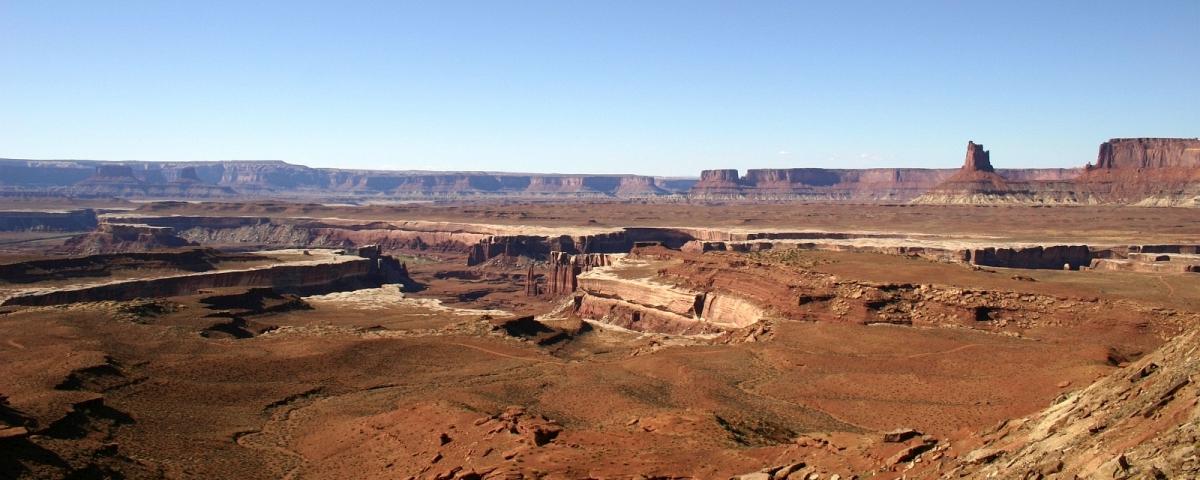 Vue sur le White Rim depuis le Murphy Trail, à Canyonlands National Park, près de Moab, Utah.