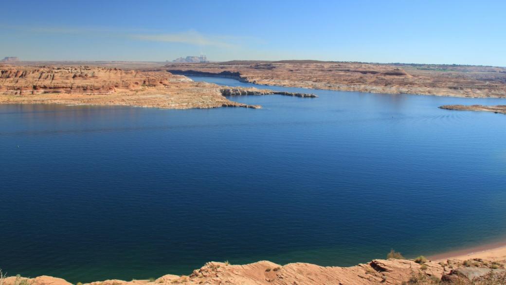 Lake Powell - au fond, le no 1 de la pollution locale : Navajo Power Plant