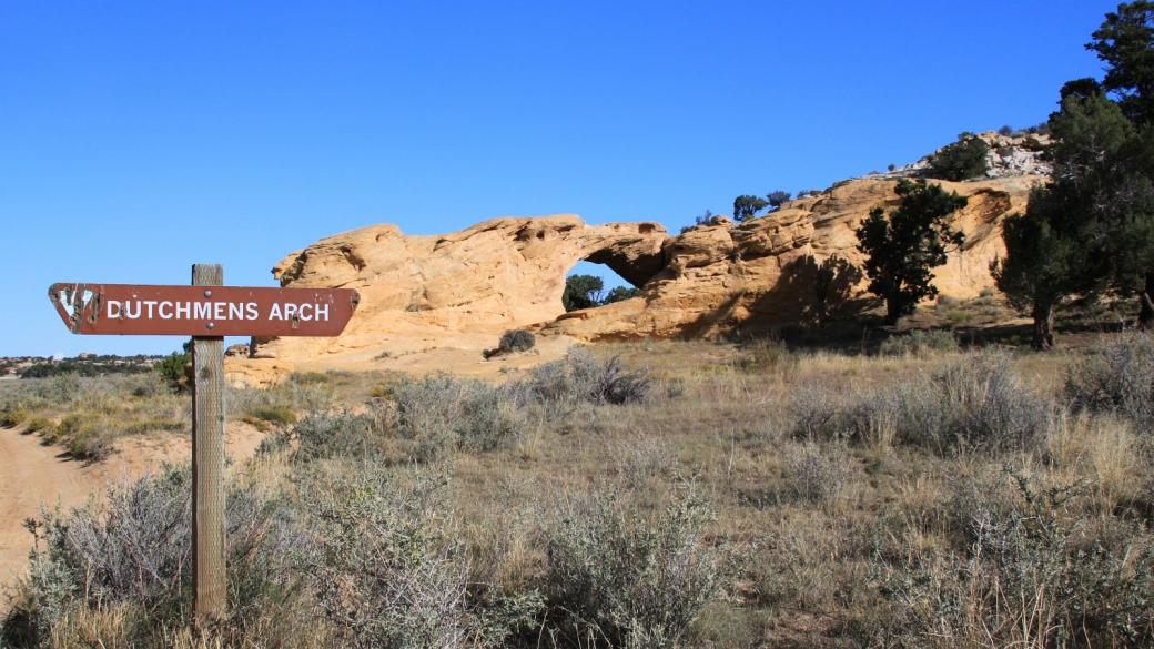 Dutchmens Arch au petit matin. San Rafael Swell, près de Green River, Utah.