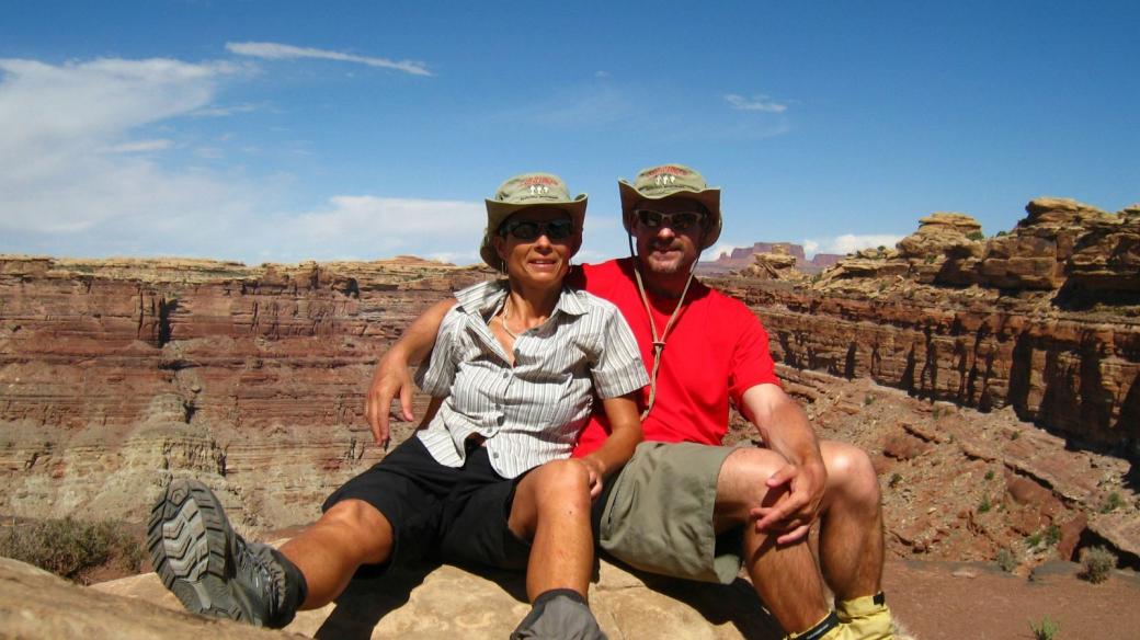 Stefano et Marie-Catherine à Confluence Overlook, là où le Green River et le Colorado se rejoignent.