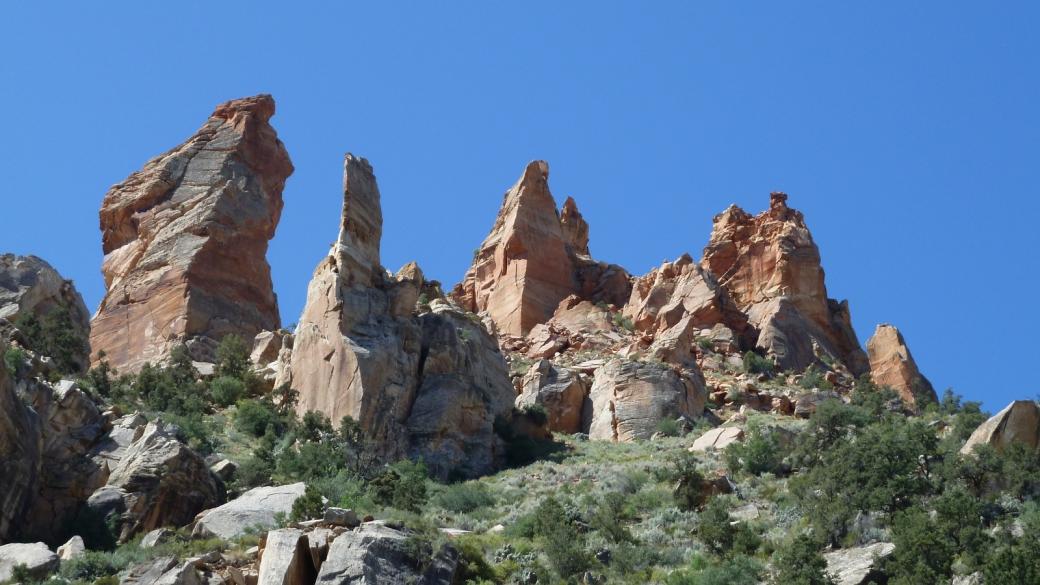 Vue sur les imposants rochers de Eagle Crags. Près de Rockville, Utah.