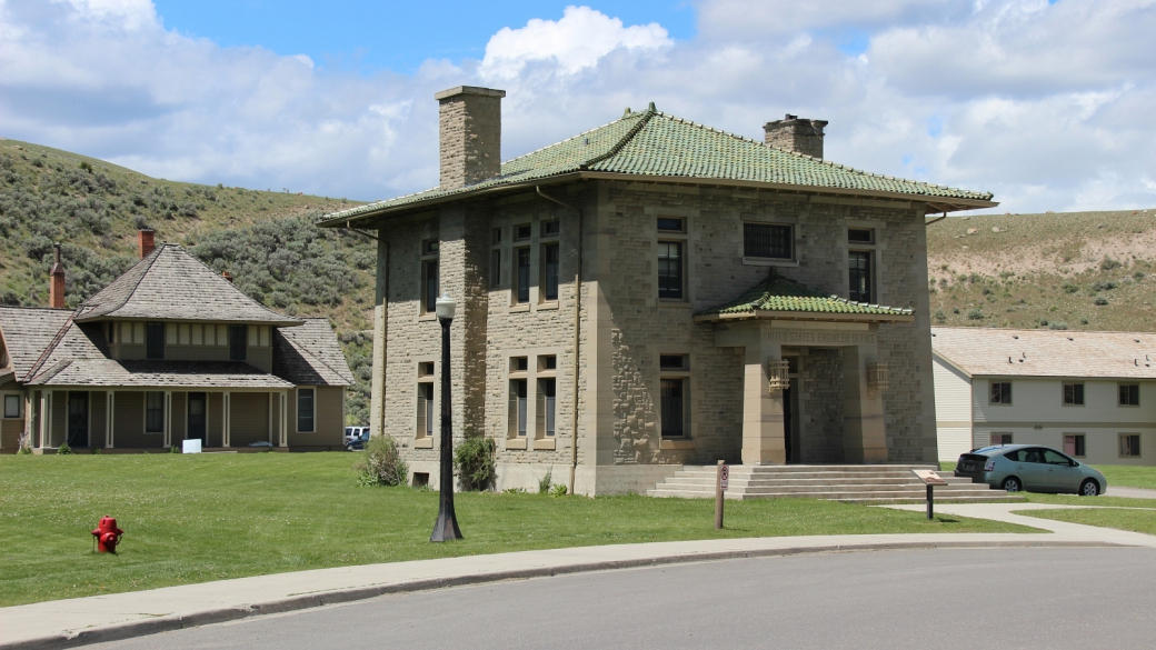 "Le ""United States Engineer Office"" de Fort Yellowstone, Mammoth Hot Springs. Yellowstone National Park, Wyoming."