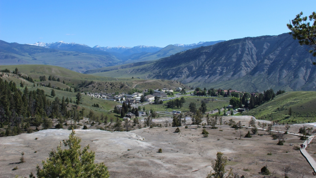 Vue panoramique sur Mammoth Hot Springs, à Yellowstone National Park.