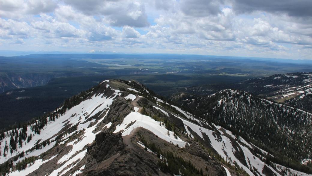 Vue côté sud depuis le sommet du Mount Washburn, à Yellowstone National Park.