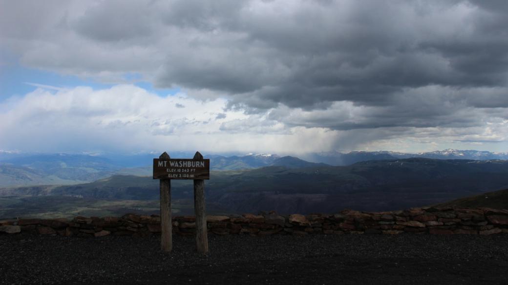 Panneau au sommet du Mount Washburn (3122 m), à Yellowstone National Park.