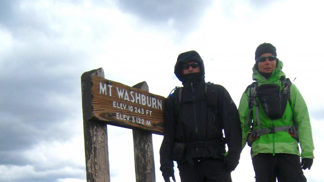 Stefano et Marie-Catherine congelés au sommet du Mount Washburn, à Yellowstone National Park.