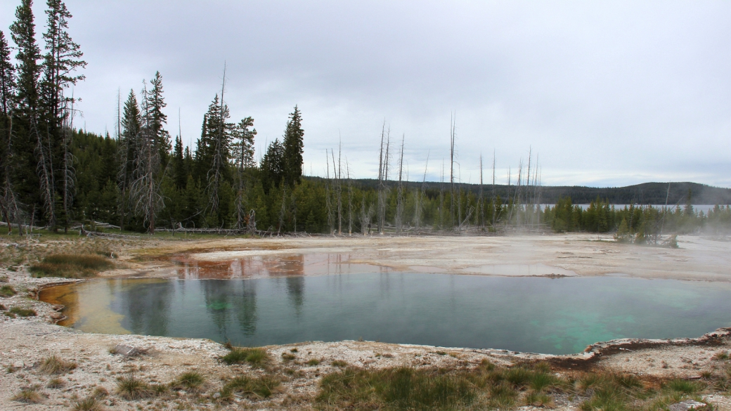 Abyss Pool, au West Thumb Geyser Basin. À Yellowstone National Park.