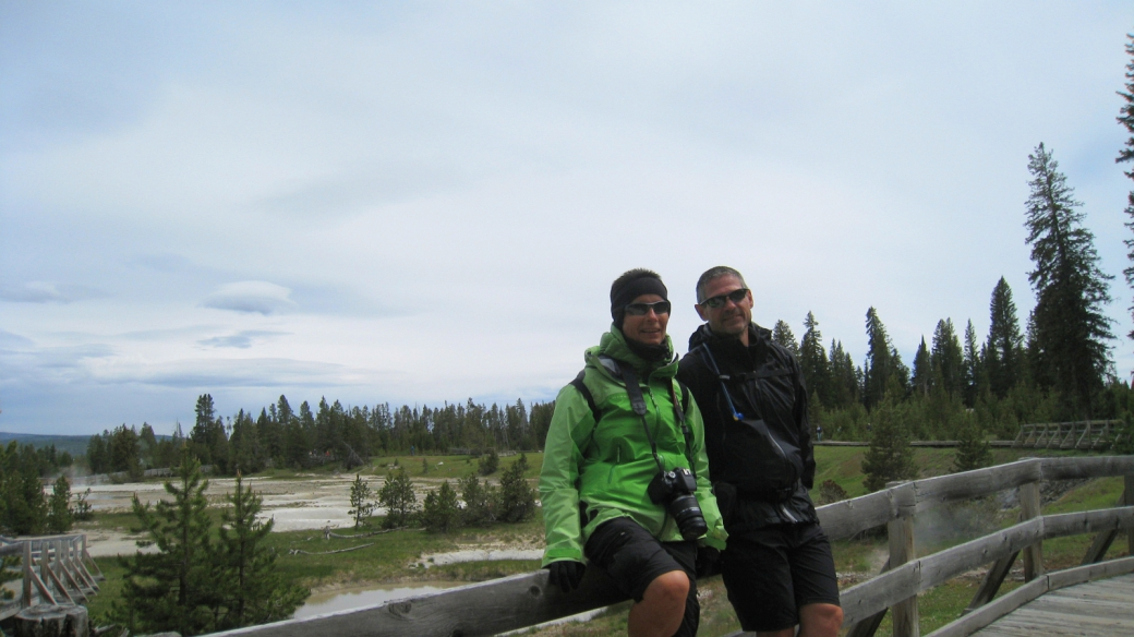 Stefano et Marie-Catherine à West Thumb Geiyser Basin, à Yellowstone National Park.