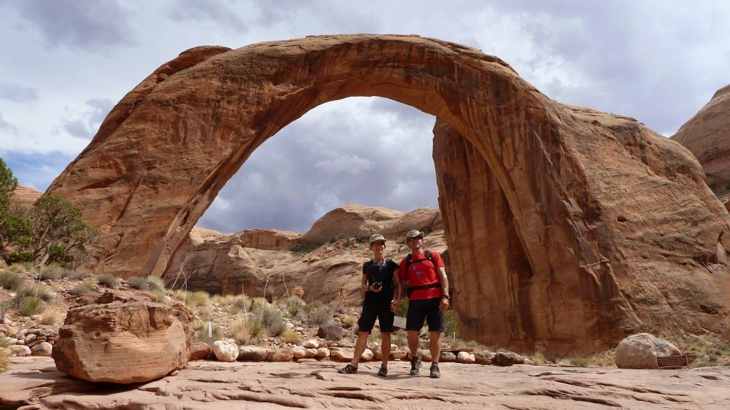 Stefano et Marie-Catherine à Rainbow Bridge National Monument