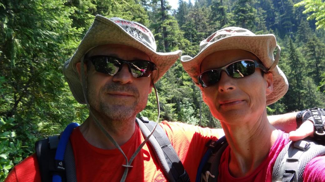 Stefano et Marie-Catherine à Denman Falls, au Mount Rainier National Park.