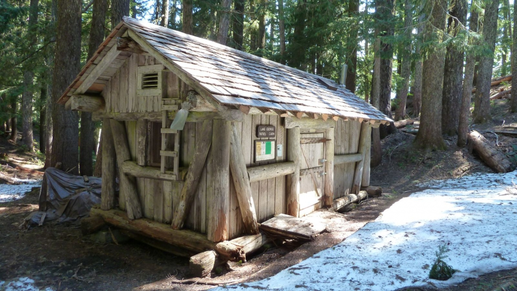 Lake George Patrol Cabin - Mount Rainier
