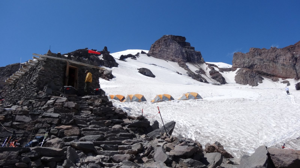 Quelques tentes d'alpinistes au Camp Muir, au Mount Rainier National Park.