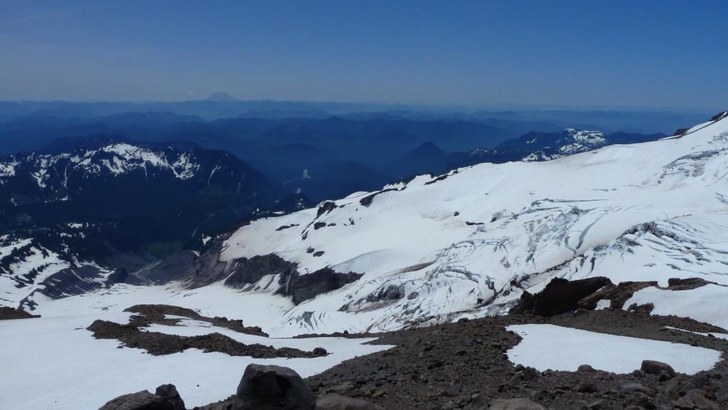 Vue sur le Nisqually Glacier depuis le Muir Snowfield.