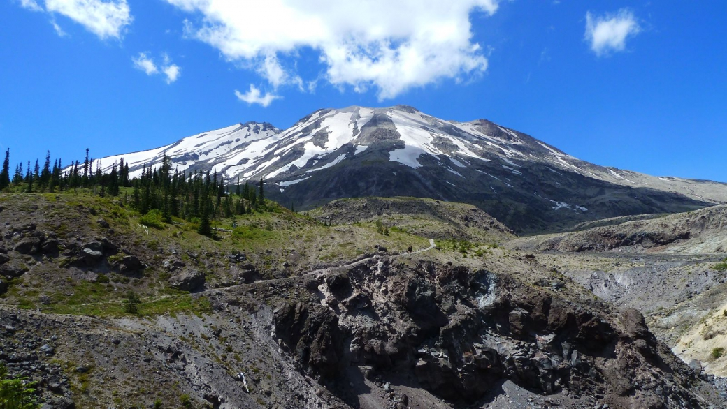 Magnifique vue sur le Mont Saint Helens depuis le haut du sentier d'Ape Canyon.