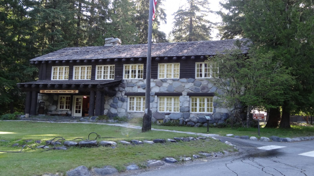 La Ranger Station de Longmire, au Mount Rainier National Park. A Ashford, Washington.