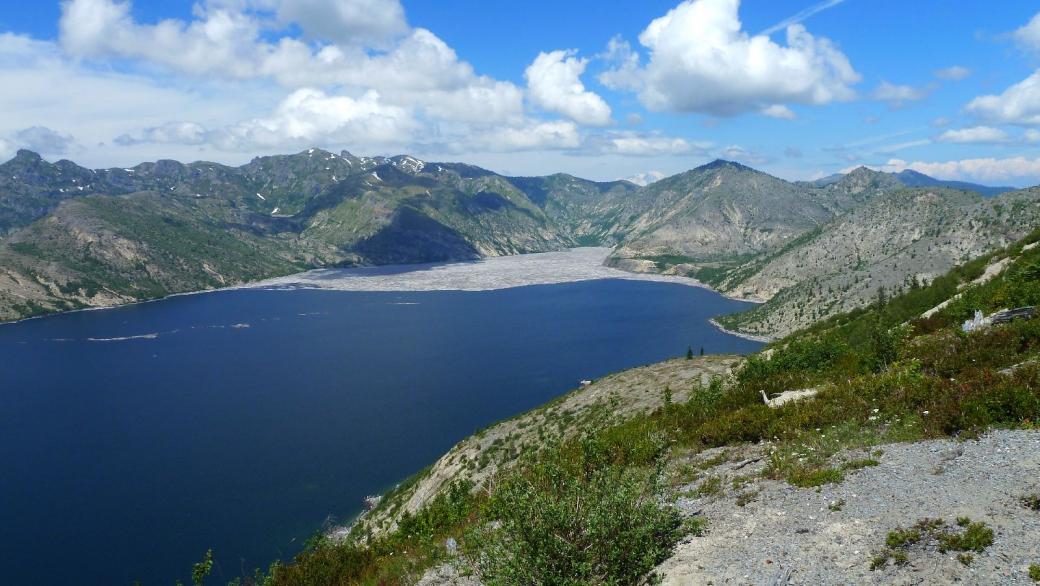 Belle vue sur Spirit Lake, à Windy Ridge, Mount St. Helens National Volcanic Monument.