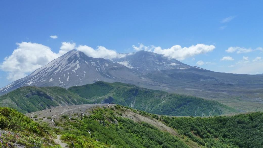 Le Mount St. Helens vu depuis le Windy Ridge.