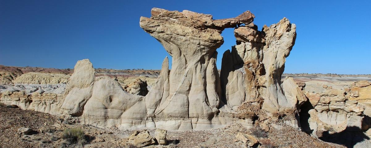 Dune de sable sculpté à De-Na-Zin Wilderness, près de Bloomfield, au Nouveau-Mexique.