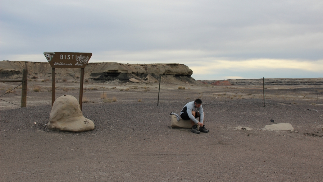 Stefano sur le parking de Bisti Wilderness Area.