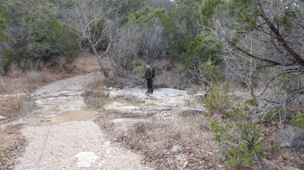 Stefano sur le Wolf Mountain Trail, à Pedernales Falls State Park, Texas.
