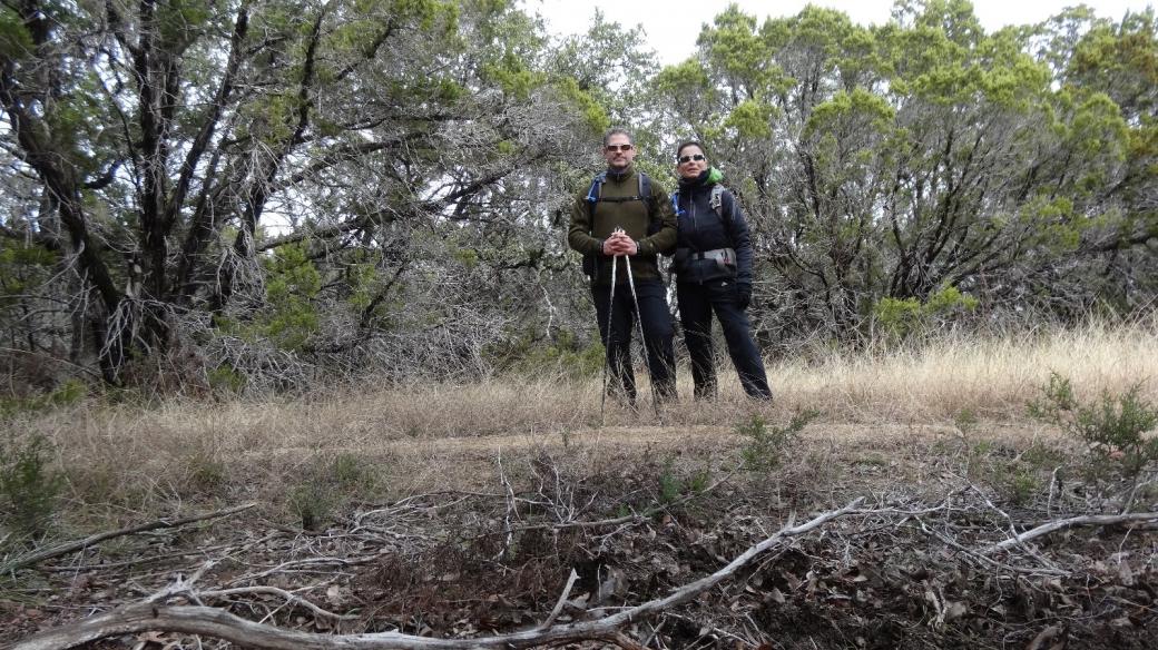 Stefano et Marie-Catherine sur le Wolf Mountain Trail, à Pedernales Falls State Park, Texas.