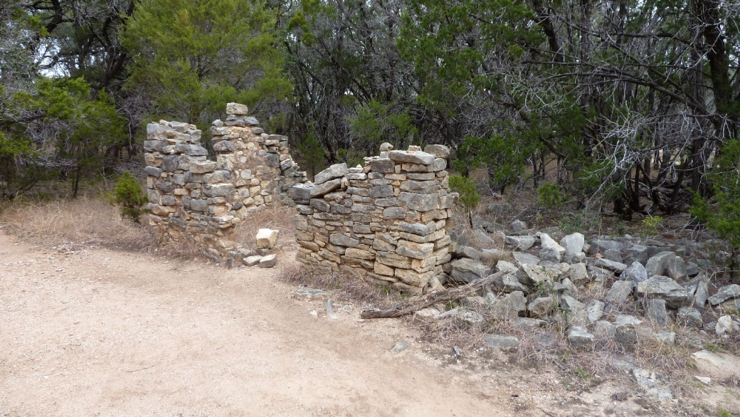 Restes de la maison de pierres construite par T.J. Trammel, au début des années 1870.