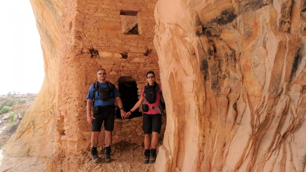 Stefano et Marie-Catherine à Tower House Ruin, sur le Comb Ridge, Utah.
