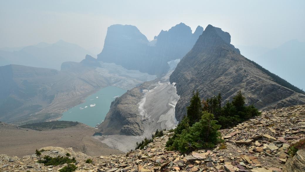 Grinnell Lake et son glacier du même nom depuis le Glacier Overlook. À Glacier National Park, dans le Montana.