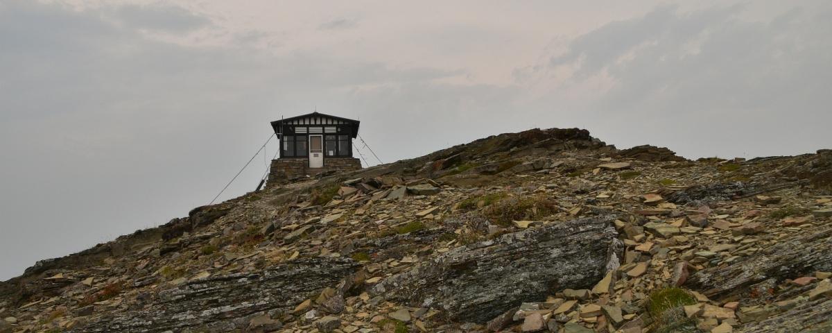 Swiftcurrent Lookout, un poste de guet à Glacier National Park, Montana.