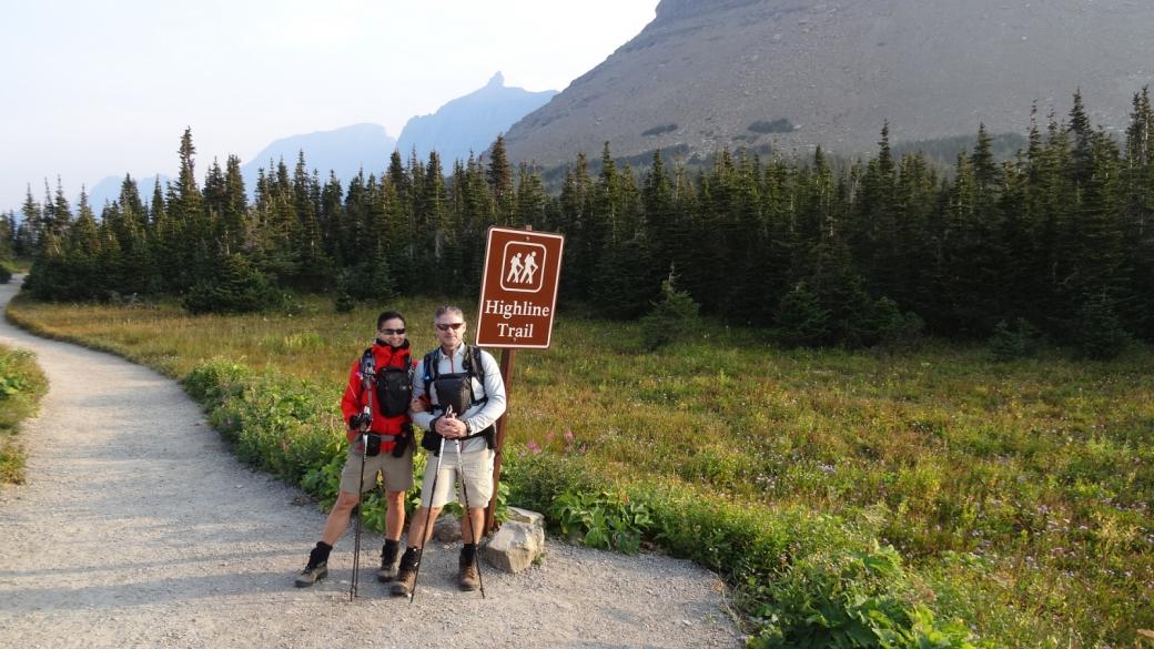 Stefano et Marie-Catherine au départ du Highline Trail depuis le Logan Pass. À Glacier National Park, dans le Montana.