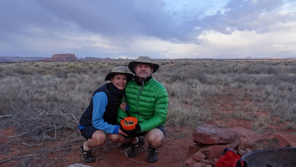 Stefano et Marie-Catherine au Needles Outpost camping, à Canyonlands National Park dans l'Utah.