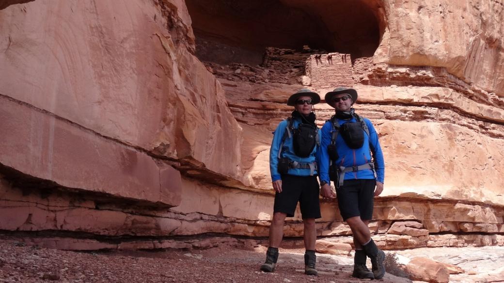 Stefano et Marie-Catherine à Tower Ruin, du côté de Horse Canyon, Needles District. À Canyonlands National Park, Utah.