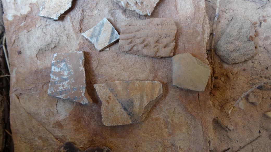 Restes de poterie Anasazi trouvés à White Canyon, à Natural Bridges National Monument, dans l'Utah.