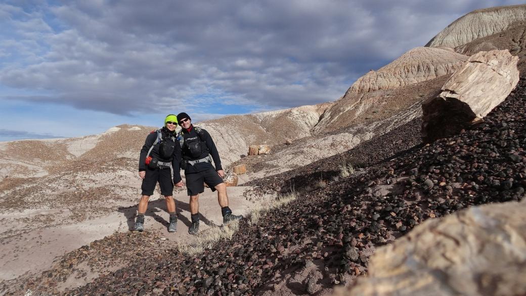 Stefano et Marie-Catherine quelque part sur le Blue Forest Trail, à Petrified Forest National Park, Arizona.