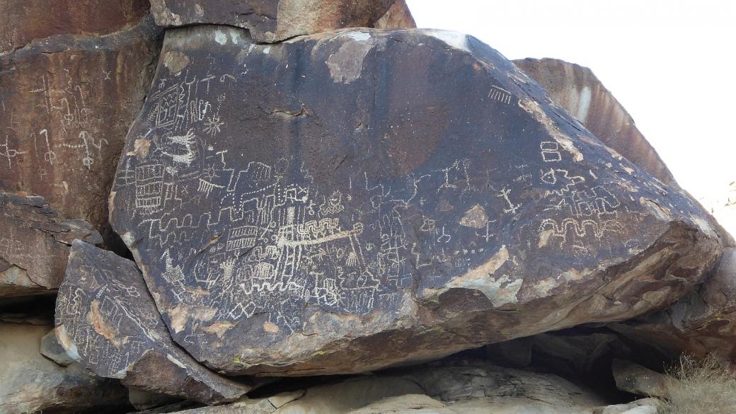 Des pétroglyphes sur le versant ouest à Grapevine Canyon, près de Laughlin, au sud du Nevada.