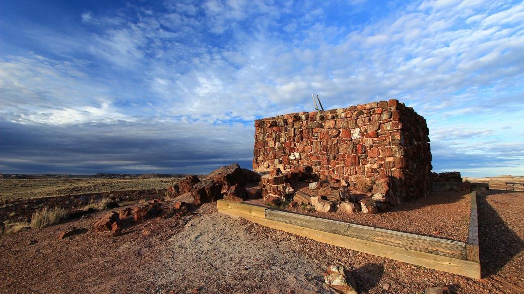 Agate House, un pueblo contruit presque entièrement avec du bois pétrifié. À Petrified Forest National Park, Arizona.