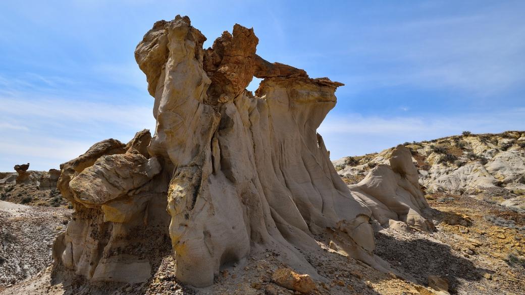 Hoodoo aux formes surprenantes à De-Na-Zin Wilderness, près de Bloomfield, au Nouveau-Mexique.