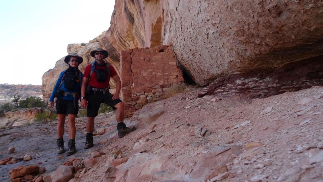 Stefano et Marie-Catherine à Lower Mule Canyon. Près de Blanding, Utah.