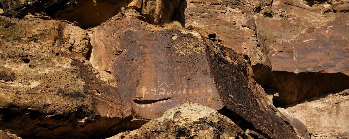 Zoom sur Santa Panel, un panneau inaccessible trouvé à Nine Mile Canyon, dans l'Utah.