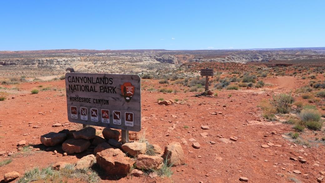 Panneau au départ du chemin qui mène au site de The Great Gallery. À Horseshoe Canyon, près de Green River, dans l'Utah.