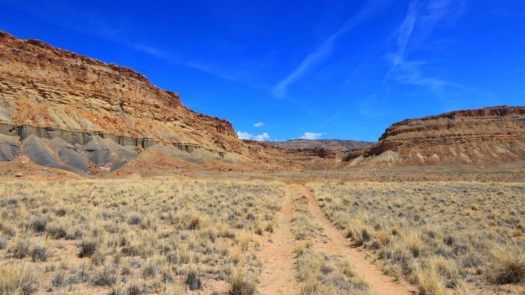 Vue sur la piste qui mène au Cube Panel, dans les Book Cliffs, près de Green River, dans l'Utah.