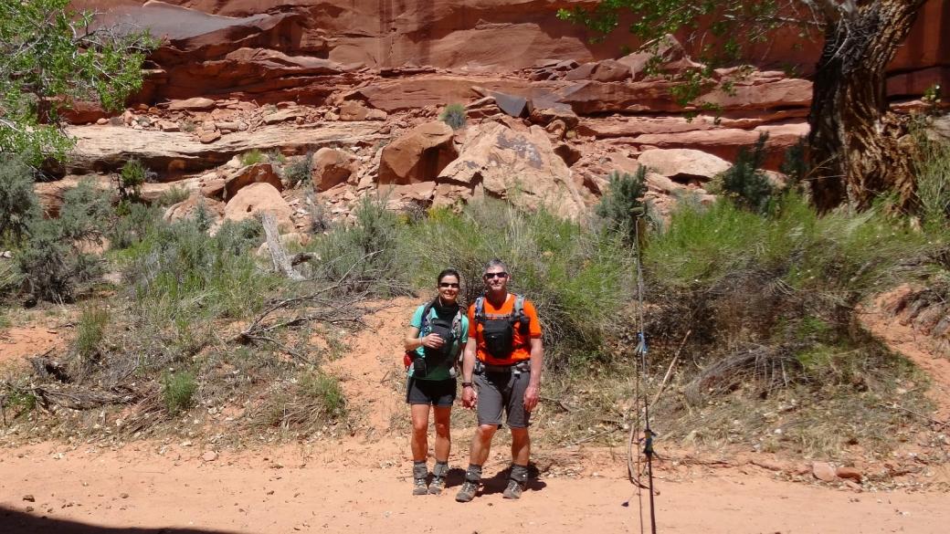 Stefano et Marie-Catherine au Seven Mile Canyon, près du panneau appelé The Guardian.