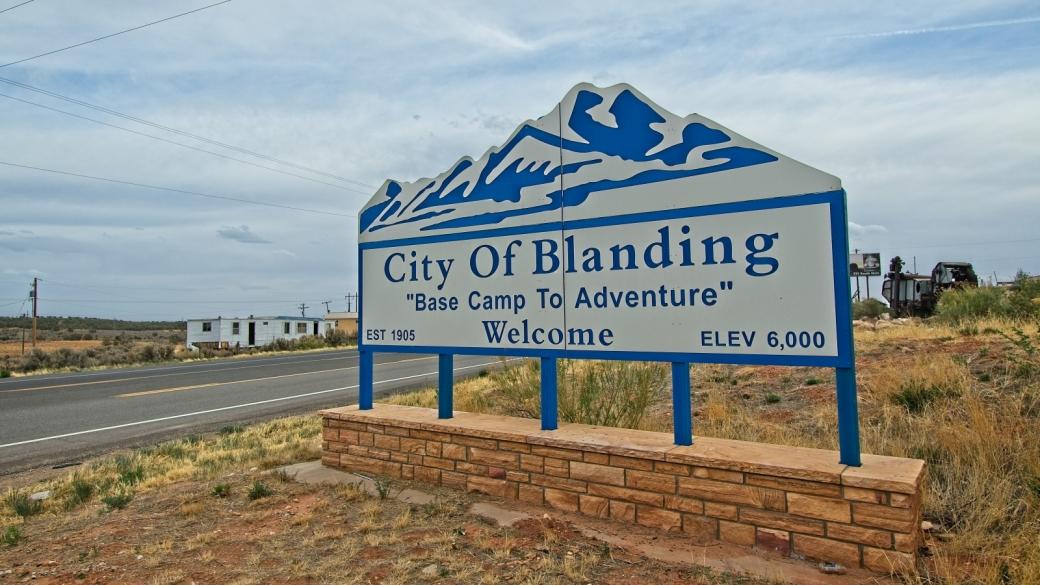 Panneau à l'entrée de Blanding lorsque l'on vient du nord, par Moab.
