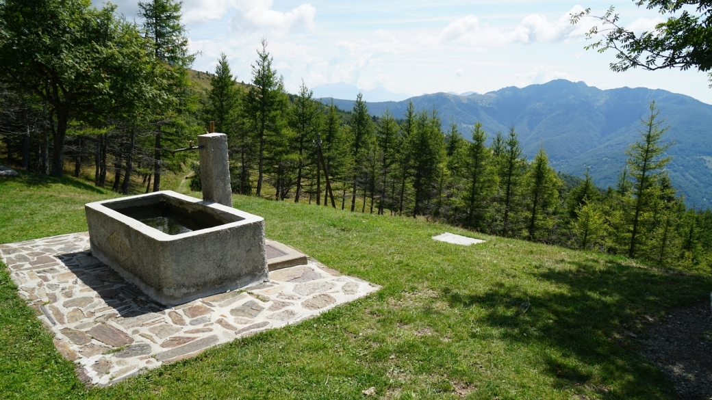 La fontaine du réfuge forestier de Piandanazzo, dans la commune de Capriasca, au Tessin.