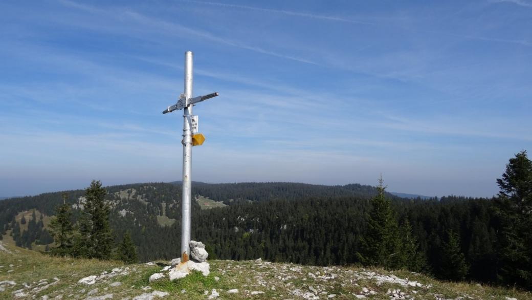 La croix de la Noirmont des Français, là où jusqu'en 1862 se trouvait la frontière entre la France et la Suisse.