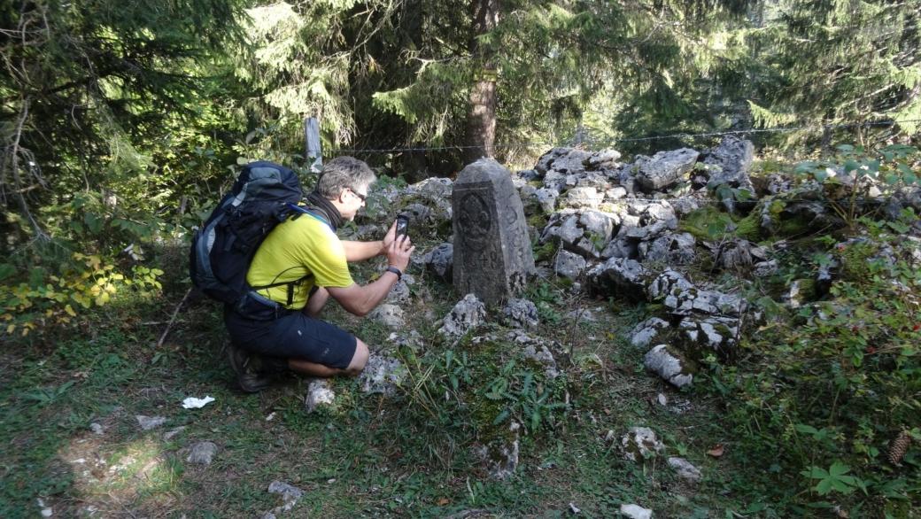 Ancienne borne datant de 1640 délimitant jusqu'en 1862, la frontière entre la France et la Suisse.