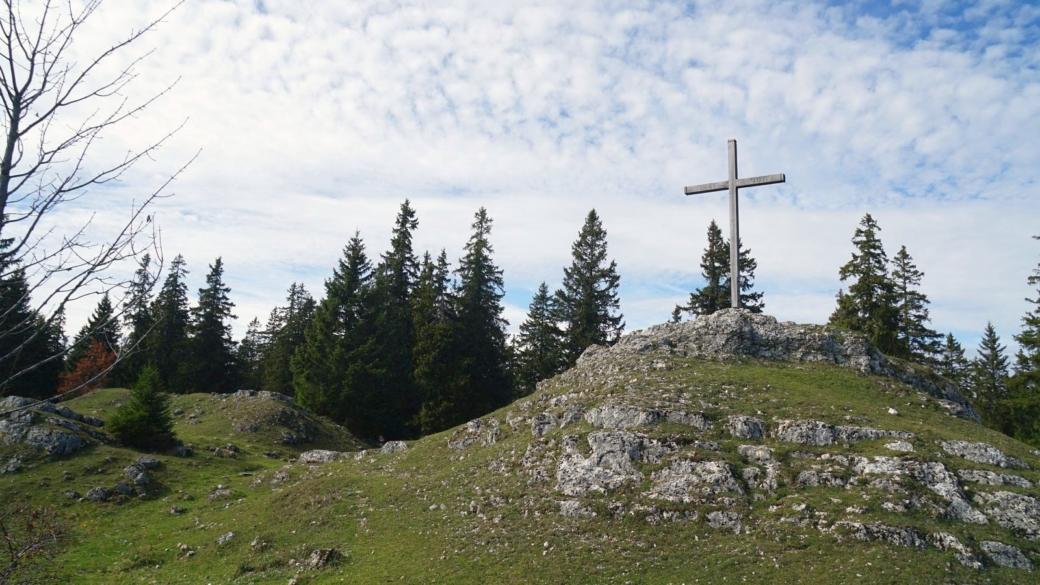 La croix du Crêt de la Neuve, sur les hauteurs de la commune du Chenit.