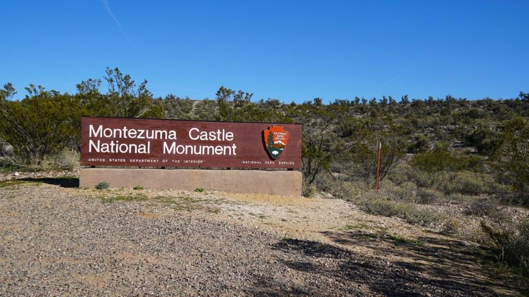 Panneau à l'entrée du Montezuma Castle National Monument, près de Sedona, dans l'Arizona.