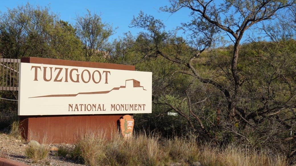Panneau à l'entrée du Tuzigoot National Monument, près de Sedona, dans l'Arizona.